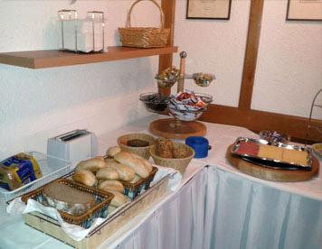 Frisches Brot und Wurst